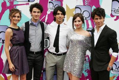 Jonas brothers dating history