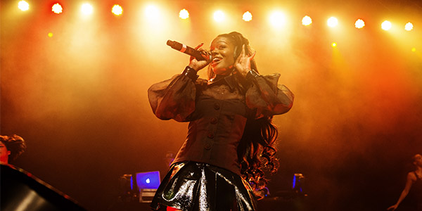 """Azealia Banks Releases Sleek Video for """"Chasing Time"""""""