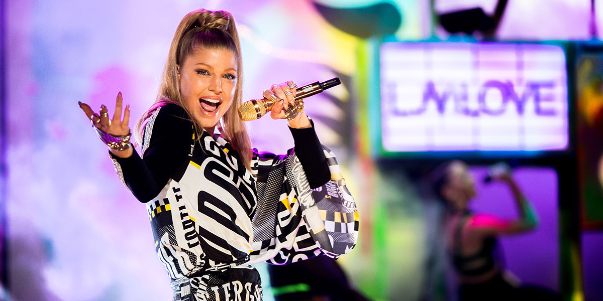 Watch (Almost) Every Performance From the 2014 AMAs