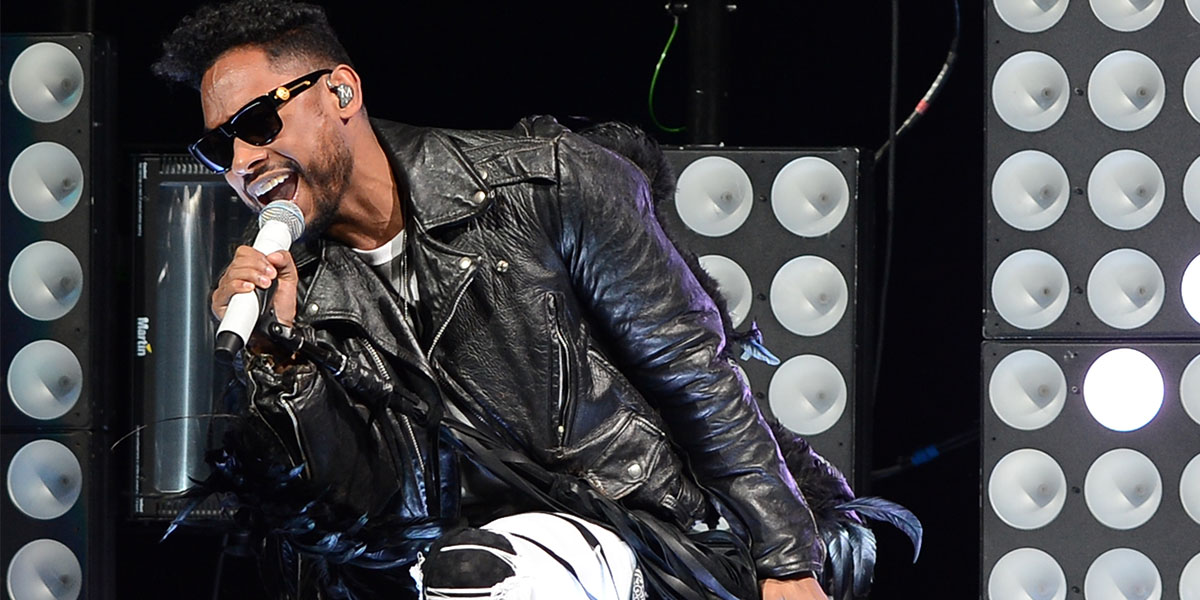 Five Minutes to the Stage With Miguel
